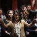 Εντυπωσιακή η είσοδος της Κατερίνας Σπύρου και των 35 υποψηφίων (βίντεο)